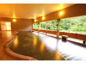 1階大浴場 絶景を望むかけ流しの大浴場