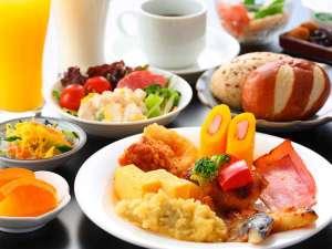 和洋充実のバイキング朝食