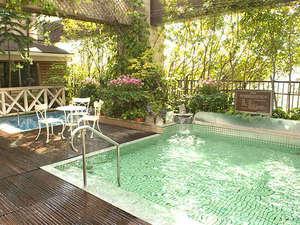 開放感あふれる露天風呂。ゆず湯や菖蒲湯など、季節毎にイベント風呂も行われます。