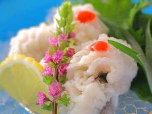 「梅雨の水を飲んで育つ」と言われる鱧。淡路島の旬の味覚・鱧を存分にお愉しみください。
