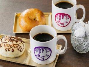 1階カフェスペースにて、コーヒーなどのドリンクや手作りパンを販売しております。