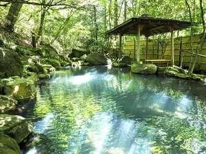 5.4キロ上流の湧き湯をそのまま引き入れた、源泉かけ流しの御用邸と同質のお湯。