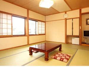 10畳和室 畳の感触と木の穏やかさに包まれ、ゆっくりとおくつろぎください。