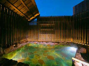 開放感あふれる露天風呂でゆっくりと過ごす時間