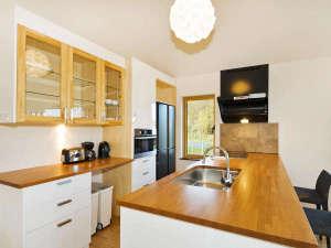 *室内一例/広々としたキッチンスペースで楽しくクッキング♪