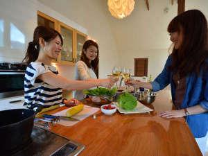 *キッチン/IHやレンジ、炊飯器付の大きなオープンキッチン!ワインなど飲みながら楽しく調理できますよ♪
