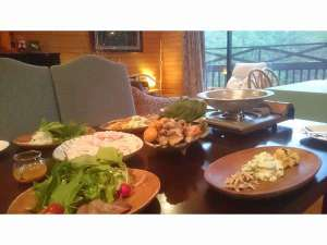 浅間高原野菜とお肉料理がたっぷ出るので小さなお子様は取り分けで十分!