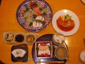 震災後の新しいメニューです。鳥の柔らかトマトソース煮は、お箸で召し上がれます。