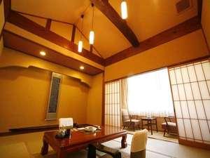 天井が高く広々とした和室10畳の人気のお部屋です。