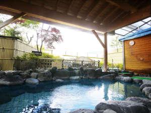 女性露天風呂。天気次第で目の前に大きな富士山が広がります。