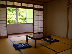 *和室(8畳・一例) ご夫婦やカップルにもおすすめ。ちょうどいい広さが二人の会話を弾ませます。