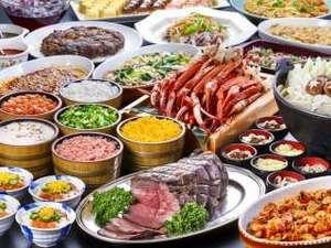 【夕食ブッフェ】ローストビーフ・ボイル蟹や盛岡三大麺やひっつみ汁などの郷土料理をご用意しております。
