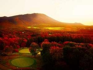 【景観】ホテルから望む雄大な岩手山(紅葉は10月中旬から11月初旬まで楽しめます)