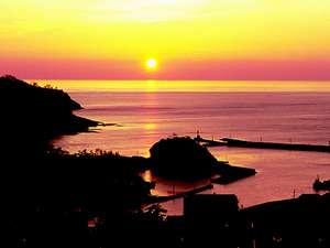 静かに暮れる裏の竹野港、絶景です!!