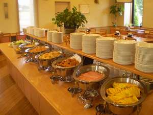 【ご朝食】和洋食のバイキングスタイル♪時間帯によっては混雑する事がございます。