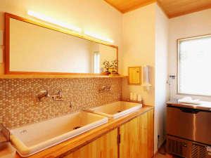 館内◆洗面所は各フロアにあります。製氷機はご自由にお使いいただけます!