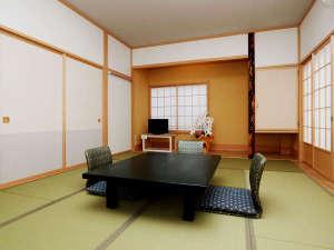 和室8畳◆2名様からご利用できます。清潔感のある和モダンな造りのお部屋です。