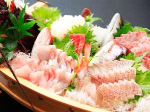 *特別料理/その日獲れた、熱海近海の新鮮なお魚を使った豪華舟盛り!