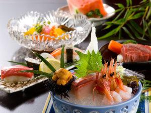 旬の食材が嬉しい、『灰屋』自慢の懐石料理を心ゆくまでお楽しみください。(夏の懐石イメージ)