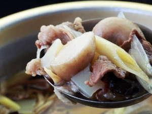 【お料理一例】おかわり自由の大鍋!人気の一品です。