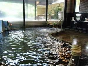 源泉掛け流し男子内風呂 (黒湯、炭酸泉、単純泉)