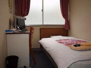 シングルルーム例(写真は洋室タイプ例です。和室タイプ洋室タイプの選択はできません)