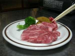 おいしい知多牛をめしあがれ。お客様のテーブルで焼きます。