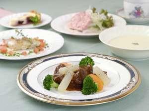 牛肉の赤ワイン煮のコース料理