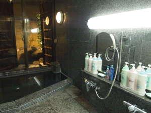 シャンプー、リンス、ボディソープ+メイク落としも♪ 明るく清潔な女性用ラジウム温泉浴室