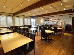 【食事会場】広々とした空間でごゆっくりお召し上がりいただけます