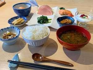 【朝食一例】手作りのおいしさをどうぞ。自家農園栽培のお米が特に好評です