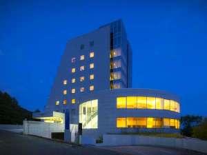 【世界に誇る二人の匠が融合したデザイナーズホテル】優雅なリゾートステイをお過ごしください。