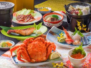 【夕食一例】毛蟹にイクラ、鹿肉♪地元産の食材をふんだんに使った夕食に舌鼓♪