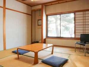 *和室8畳/足を伸ばしてゆっくりくつろげるお部屋です。
