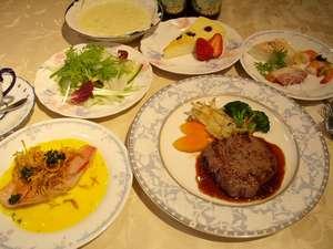 【夕食一例】メインは仕入れにより牛ヒレor牛サーロインのステーキ!前菜~デザートまでどれも手作り!!
