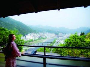 【露天風呂付き客室(一例)】眺めの良いお部屋から温泉街を一望