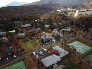 ドローンで上空から撮影したロッキーイン。千坪の広い敷地で様々な野遊びが楽しめます。