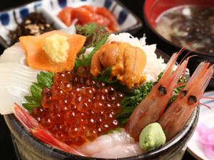 【お部屋が朝市】すずや食堂よりお部屋に届く朝食一例 (五色丼)