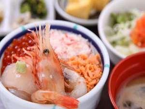 ≪朝市朝食提携店≫「きくよ食堂」海鮮丼定食