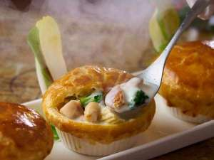 鶏肉のクリームシチューパイ包み(写真はイメージです。)