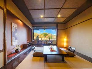 ソファのある『特別室』から、和モダンの『デザイナーズ客室』、『大人の離れ客室』など、客室も多彩。