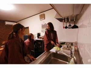 キッチン付のダイニングルームで、地場の食材を買ってお料理♪(持ち込み自由)