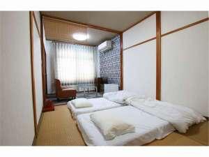 二階寝室、寝具を最大3セット