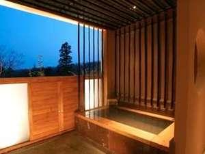 【貸切風呂】星降る夜の高原を貸切風呂から満喫。ご宿泊のお客様は無料でご利用いただけます。