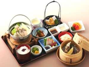 牡蠣季節膳一例 12月から3月まで 寿らく亭のカウンター席でお召し上がり下さい