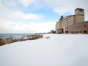 ※日本海を見下ろす高台にあるホテルグランメール山海荘