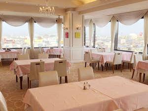 """8階レストラン""""ジュノー""""市街を見渡せる展望レストランです。"""