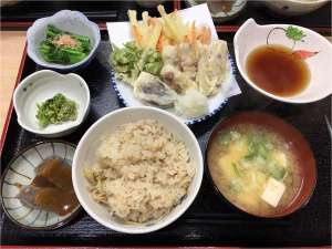 季節の野菜(自家栽培および地域栽培)を使った夕食