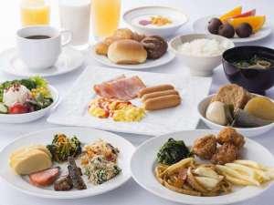 <朝食バイキング盛付一例> 地元料理 姫路おでんを含め、メニュー数 約30品とボリューム満点です。