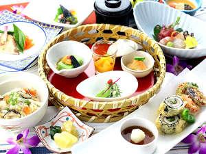 石垣島の赤土で力強く育んだ島野菜、八重山近海の魚介類、石垣牛や島産豚を随所に盛込んだお食事の数々。